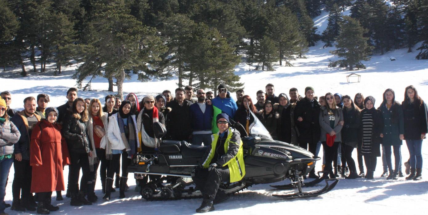 Kütahya Sağlık Bilimleri Üniversitesi Gediz Sağlık Hizmetleri Meslek Yüksekokulu Sosyal ve Kültürel Etkinlikler Kapsamında Murat Dağı Kayak Merkezini Ziyaret Etti