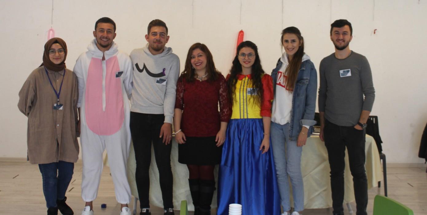 Öğretim Üyemiz Doç. Dr. Sultan Güçlü Öğrencileri ile Birlikte Toplumsal Duyarlılık Oluşturmak İçin Sera Avm'de Halkla Buluştu