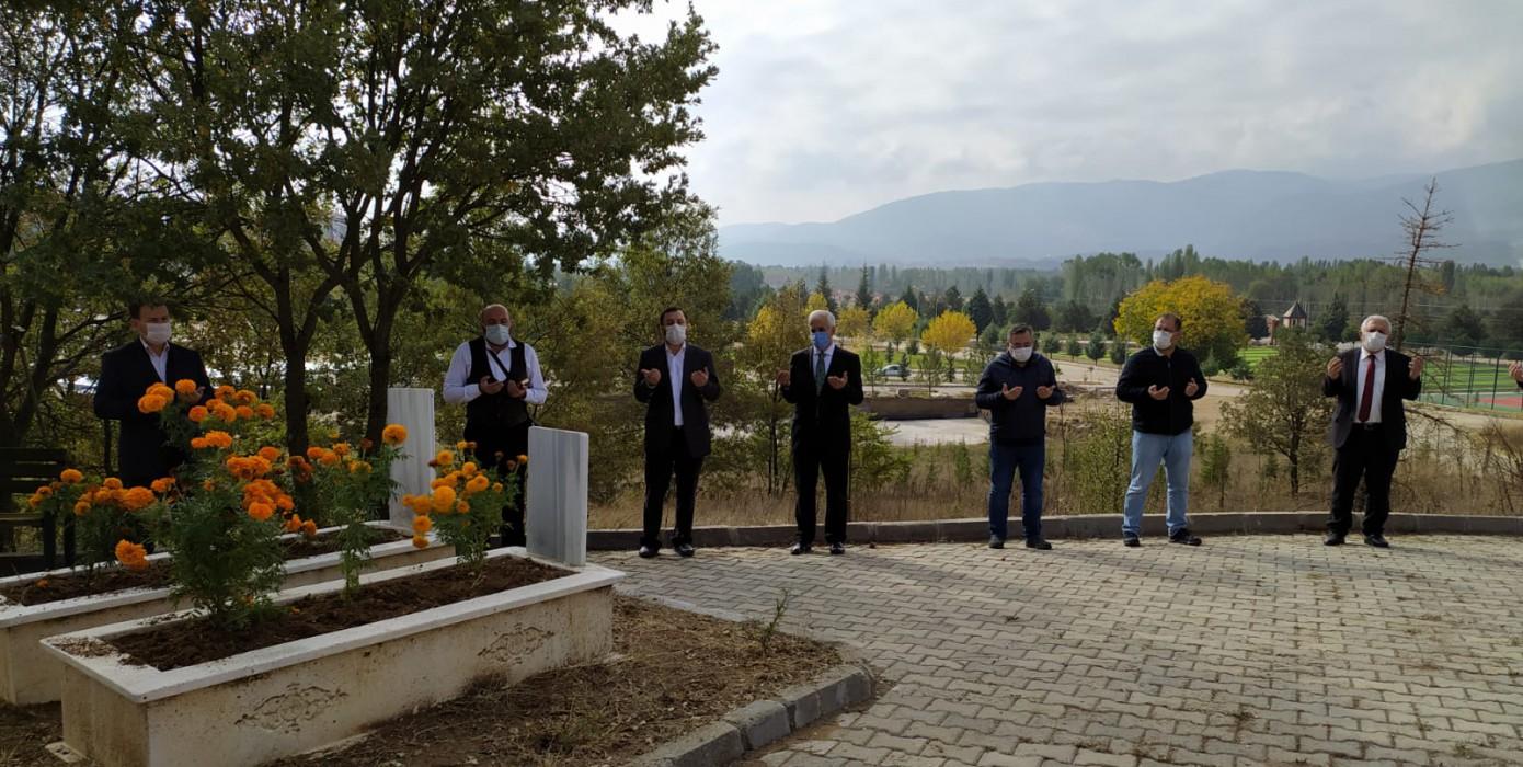 Merhum Dr. Naci Eren Mezarı Başında Anıldı.